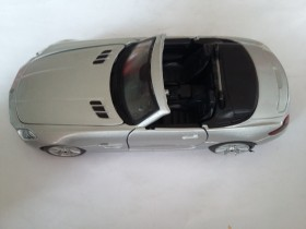 Maisto Mercedes-Benz SLS AMG Roadster 1/24 KIT