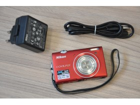 Nikon S5100 12,2Mp ,5x optički zum, punjač i USB kabl