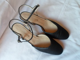ANN TAYLOR * made in Italy * UDOBNE SANDALE