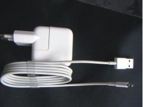 Apple Ipod Adapter- punjac + usb k. za iPhone iPad iPod