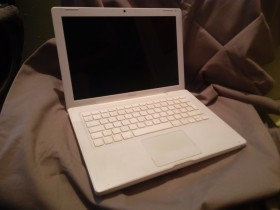 Apple Macbook 2007 - neispravan