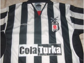 BESIKTAS UMBRO DRES KAO NOV!