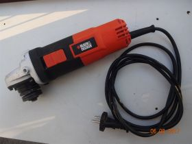 Brusilica `Black & Decker` 900w Odlicna