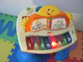 FISHER PRICE KLAVIR