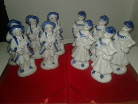 LOT    10 PORCELANSKIH FIGURA
