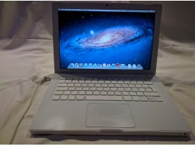 MacBook A1181 white
