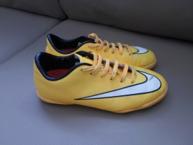 NIKE Patike JR MERCURIAL VICTORY V IC 651639-800 br.31