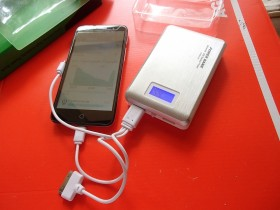 POWER BANK -UNIVERZALNA BATERIJA 14000mAh+LED SVETLO