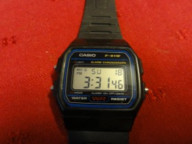 Retro Casio sat, model F-91w  prelep