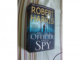 Robert Harris - An Officer and a Spy