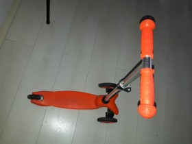 Scooter trotinet