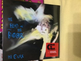 THE  CURE- head on the door. Novo