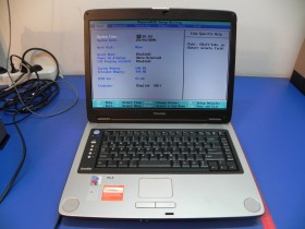 Toshiba SATELLITE M30X-150 Laptop