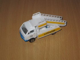 Welly Lufthansa  Mobile Stairs Truck 1/87