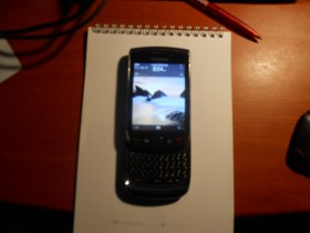 mobilni telefon black berry 9800 super stanje