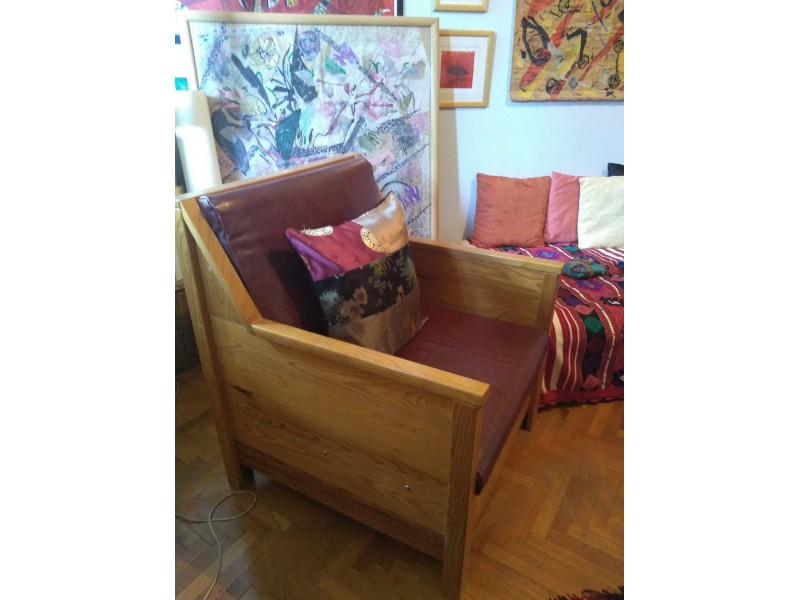 izuzetna unikatna fotelja, rucni rad,drvo, koža.