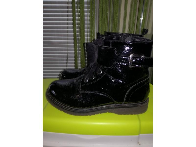 Lakovane cipele vel 32