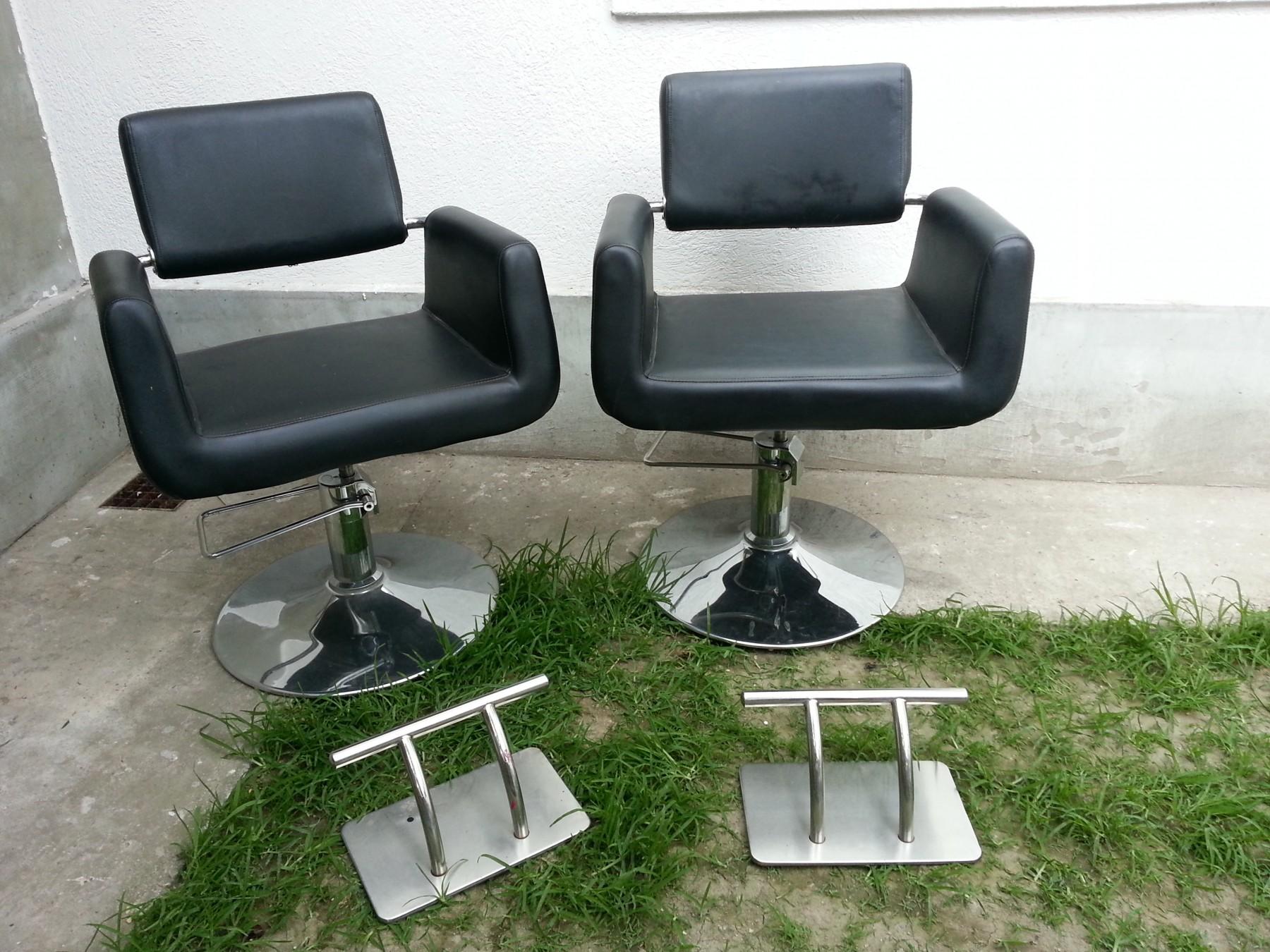 Dve Frizerske Stolice Dva Drzaca Za Noge 58155639