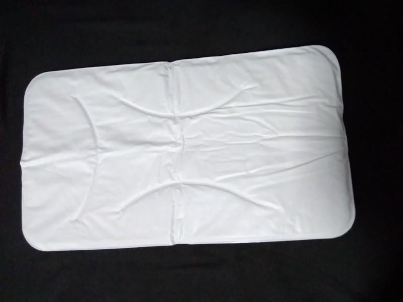 Podmetač za bebe - plastificirana mušema  68 cm. X  38