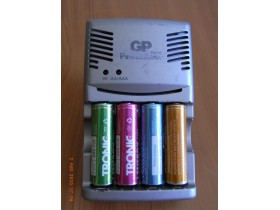 GP Power Bank rapid charger-punjač za AA,AAA i 9V.