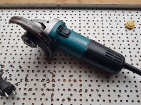 MAKITA 9558NB MALA BRUSILICA
