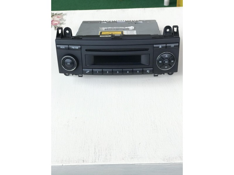 Mercedes fabricki radio CD/MP3 uredjaj