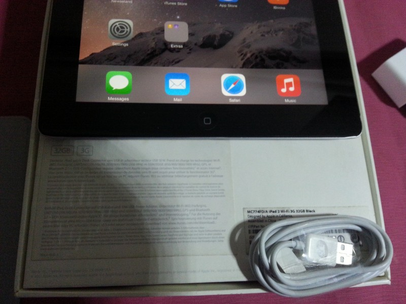 Apple iPad 2 3G + WiFi 32Gb SimFree od 10 dinara !!!