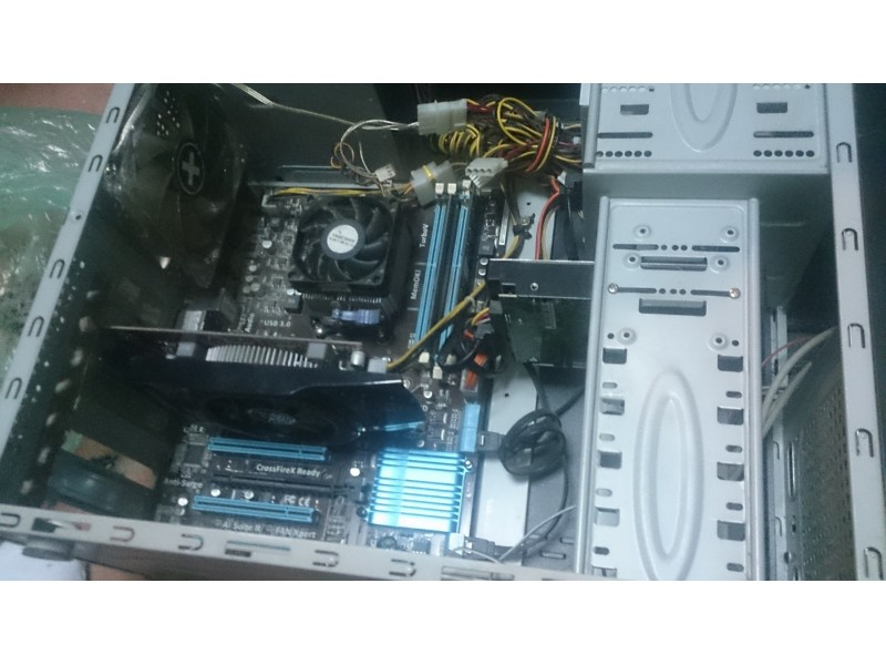 Kompjuter AMD x4, 8 GB ram, ATI HD6770 1GB