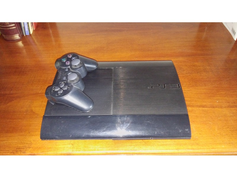 Play Station 3 Super slim + 5 igrica