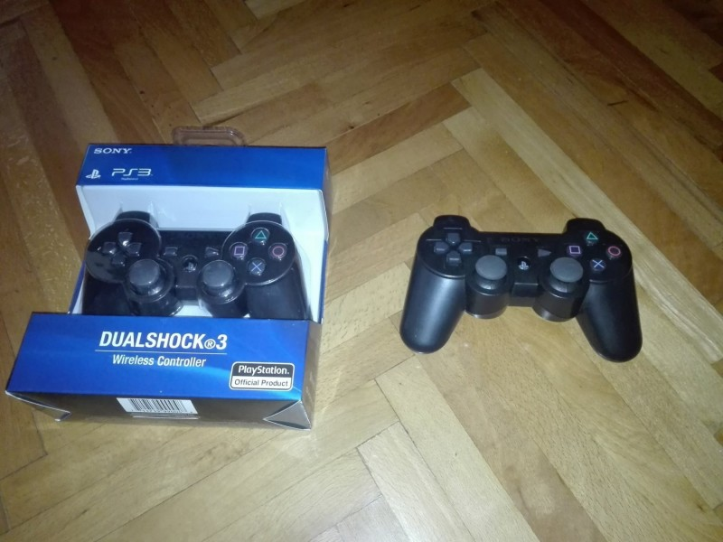 Sony PS3 12GB sa PES 2018 ili FIFA 18 i 1 nov dzojstik