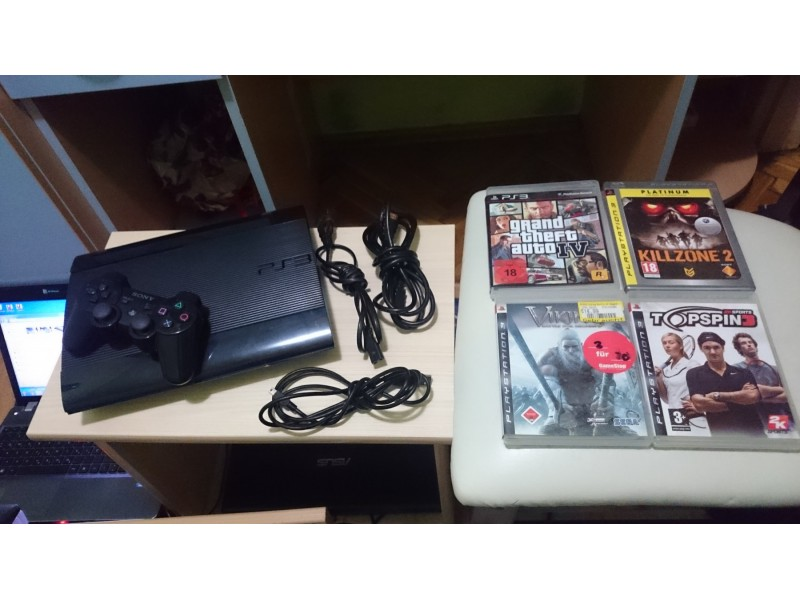 Sony PS3 SuperSlim komplet + 4 igrice odlican!