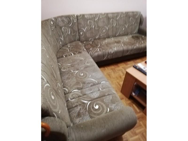Ugaona garnitura, fotelja i tabure